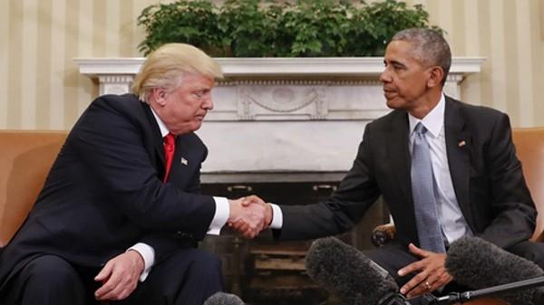 Obama gặp Donald Trump tại phòng Bầu dục ở Nhà Trắng ngày 10/11/2016. Ảnh:AP