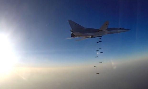 Máy bay ném bom Nga không kích IS tại Syria (Ảnh: TASS)