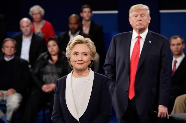 Cựu Ngoại trưởng Hillary Clinton và Tổng thống Donald Trump tranh luận trực tiếp trong cuộc bầu cử năm 2016 (Ảnh: Reuters)
