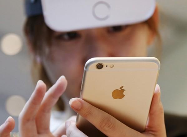iPhone vẫn đang là con gà đẻ trứng vàng của Apple. Ảnh:Reuters
