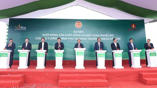 Thủ tướng Nguyễn Xuân Phúc nhấn nút khởi động sản xuất nông nghiệp công nghệ cao tại tỉnh Hà Nam