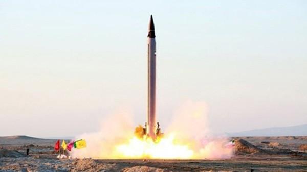 Một tên lửa đạn đạo Iran được phóng lên vào tháng 10/2015 tại một địa điểm bí mật. Ảnh:Stuff