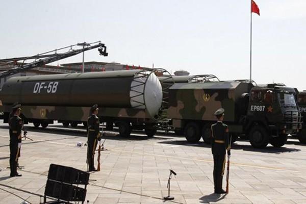 Các tên lửaDF-5B trong một cuộc duyệt binh ở Quảng trường Thiên An Môn, Bắc Kinh hồi tháng 9/2015. Ảnh:AFP