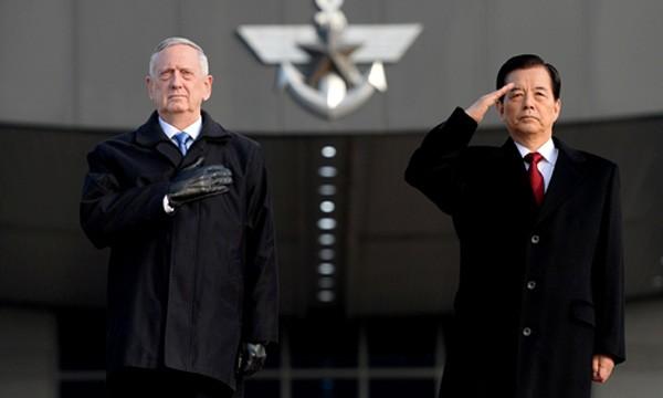 Bộ trưởng Quốc phòng Mỹ James Mattis và người đồng cấp Hàn Quốc Han Min-koo. Ảnh:Reuters.