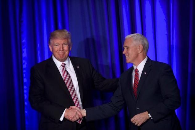 Tổng thống Donald Trump (trái) và Phó Tổng thống Mike Pence (Ảnh: Reuters)