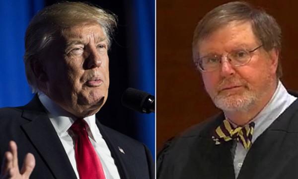 Donald Trump (trái) và thẩm phán liên bang James Robart.Ảnh: Telegraph