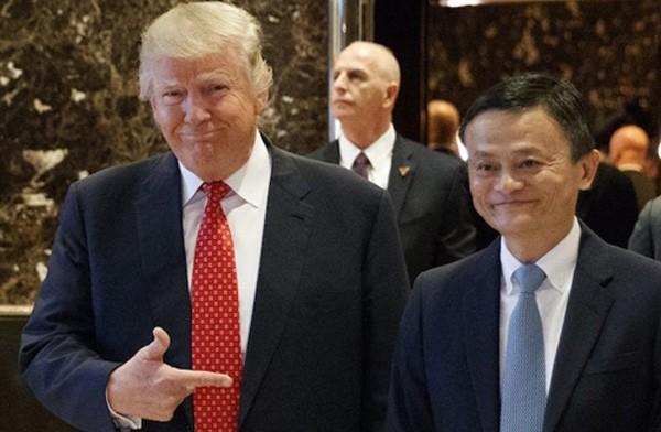 Ông Donald Trump và Jack Ma trong cuộc gặp tháng trước tại Mỹ. Ảnh:AP