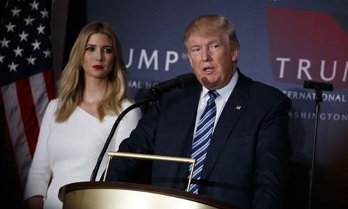Tổng thống Mỹ Donald Trump và con gái Ivanka. Ảnh:CBS News