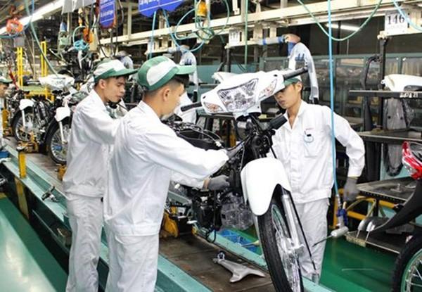 Chi phí nhân công được đánh giá là rủi ro lớn nhất về môi trường đầu tư tại Việt Nam. Ảnh:Nikkei