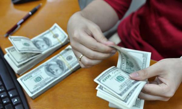 Mỗi đôla đã tăng 40-60 đồng từ sáng nay. Ảnh:A.Q