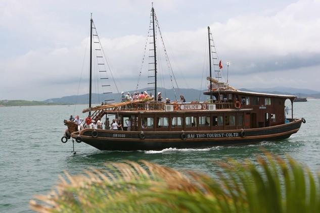 Sau nhiều lùm xùm, Gói thầu Mua bảo hiểm khách du lịch tham quan danh lam thắng cảnh vịnh Hạ Long, vịnh Bái Tử Long năm 2017 đã được gia hạn thời điểm đóng thầu. Ảnh: Tường Lâm