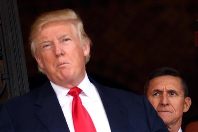 Tổng thống Mỹ Donald Trump và cựu cố vấn an ninh quốc gia Michael Flynn (Ảnh: AP)