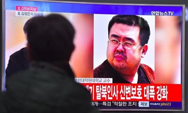 Bản tin về cái chết của Kim Jong-nam trên truyền hình Hàn Quốc. Ảnh:Reuters