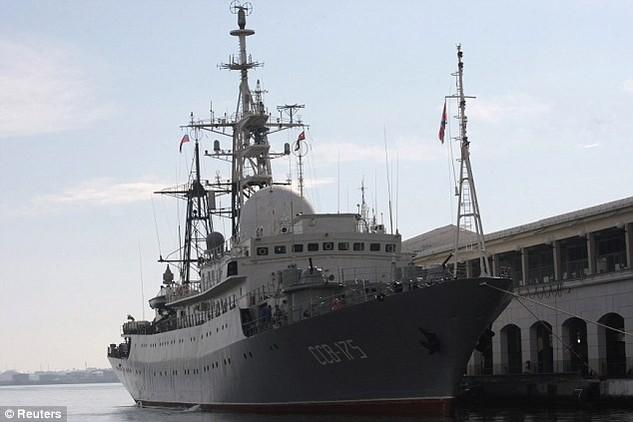 Tàu do thám Viktor Leonov của Nga (Ảnh: Reuters)
