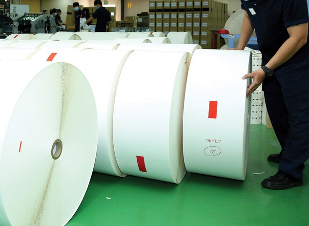 Gói thầu Cung cấp phôi giấy phục vụ sản xuất kinh doanh cho Trung tâm Datapost TP.HCM tháng 2/2017 có giá gói thầu trên 632 triệu đồng. Ảnh: Nhã Chi