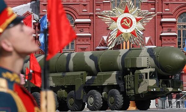 Tên lửa đạn đạo Topol-M của Nga diễu hành trên Quảng trường Đỏ. Ảnh:Sputnik.
