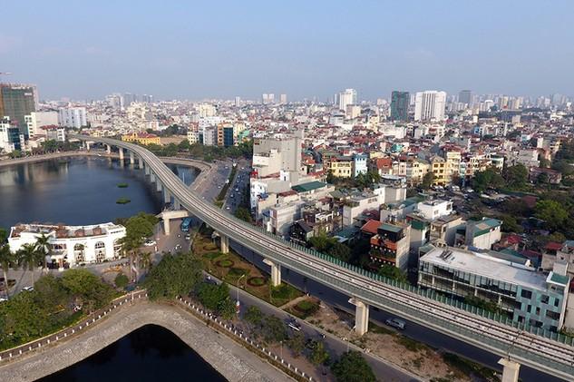 Bộ mặt Hà Nội có nhiều thay đổi khi 2 tuyến đường sắt đô thị đi vào khai thác (ảnh: Mạnh Thắng).