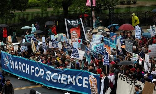 """""""Tuần hành vì Khoa học"""" ở thủ đô Washington ngày 22/4. Ảnh:Reuters."""