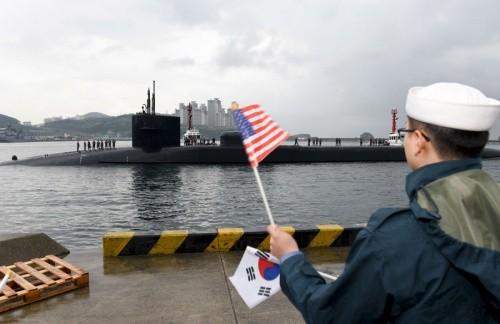 Tàu ngầm Michigan tại cảng Busan. Ảnh:USNavy