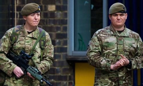Binh lính Anh tuần tra ở London. Ảnh:Reuters