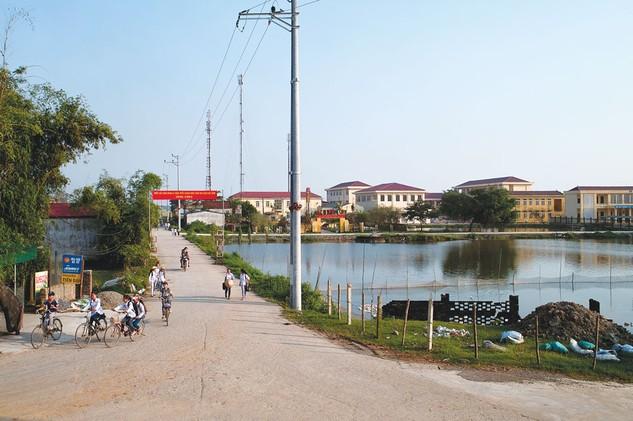 Gói thầu Đường giao thông liên xã Đắk Nuê - Krông Nô huyện Lăk do Ban QLDA Giảm nghèo khu vực Tây Nguyên huyện Lăk làm chủ đầu tư. Ảnh: Lê Tiên