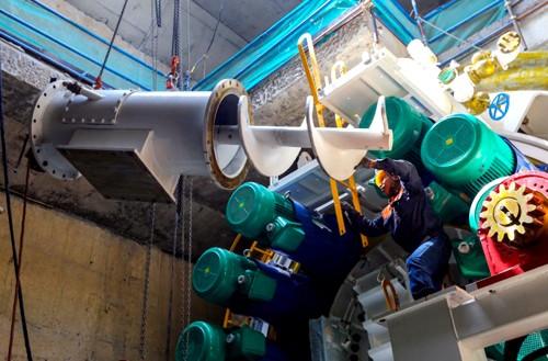 Sau 2 tháng được kỹ sư lắp ráp, robot bắt đầu khoan hầm tuyến metro. Ảnh:Quỳnh Trần