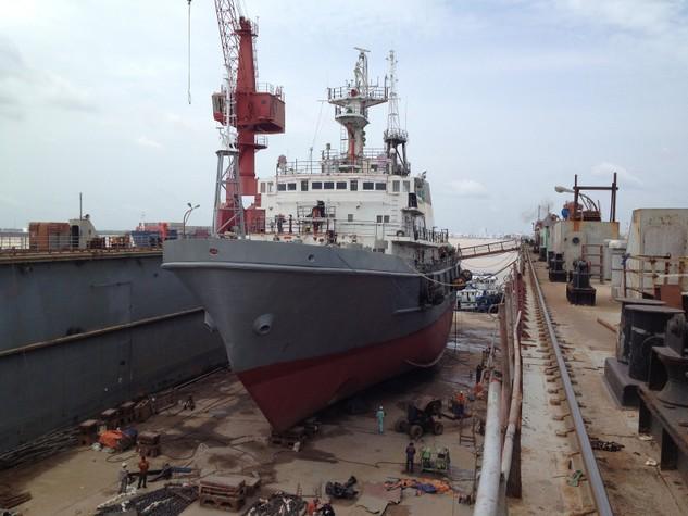 Cơ điện Vietsovpetro đấu thầu hạn chế 2 gói thầu dịch vụ sửa chữa tàu