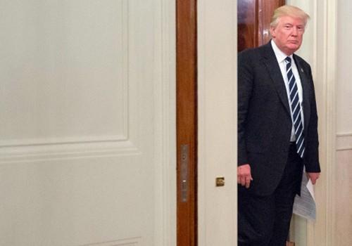 Tổng thống Donald Trump bước vào phòng Tiệc Quốc giatại Nhà Trắng hôm 8/6. Ảnh:AP