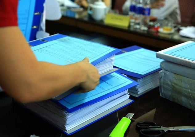 Một nhà thầu tại Khánh Hòa ban đầu soạn đơn dự thầu với tư cách độc lập, sau đó tham gia với tư cách liên danh nhưng nộp nhầm đơn dự thầu cũ. Ảnh: Nhã Chi