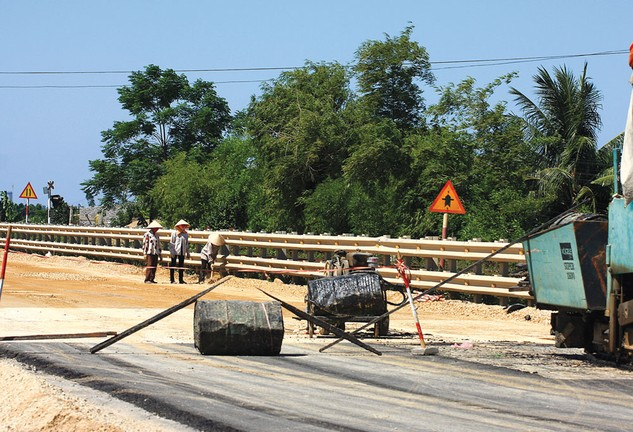 Dự án nâng cấp, mở rộng Quốc lộ 1A đoạn thành phố Thanh Hóa - Diễn Châu do Ban QLDA 1 – Bộ GTVT làm chủ đầu tư. Ảnh: Nhã Chi