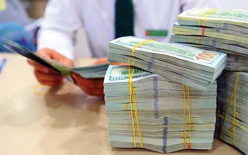 Trong 6 tháng đầu năm, thị trường ghi nhận ba lần Ngân hàng Nhà nước nâng giá mua vào USD, trong tháng 1, tháng 4 và tháng 6.