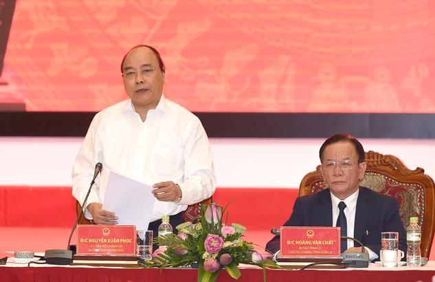 Thủ tướng Nguyễn Xuân Phúc phát biểu chỉ đạo tại buổi làm việc với Ban Thường vụ Tỉnh ủy Sơn La. Ảnh: VGP/Quang Hiếu