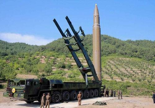 Tên lửa đạn đạo liên lục địaHwasong-14 Triều Tiên phóng thử hôm 4/7. Ảnh:Reuters.