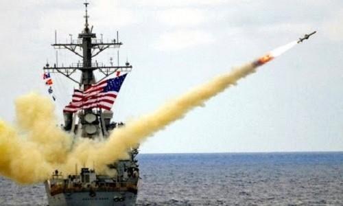 Tàu chiến Mỹ diễn tập phóng tên lửa hành trình. Ảnh:AP.