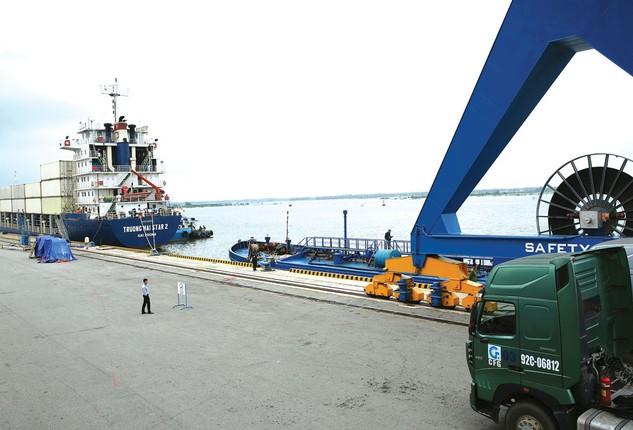 14 doanh nghiệp kinh doanh cảng biển đang được niêm yết hoặc đăng ký giao dịch trên thị trường chứng khoán đều có biên lợi nhuận gộp 6 tháng đầu năm 2017 giảm. Ảnh: Lê Tiên