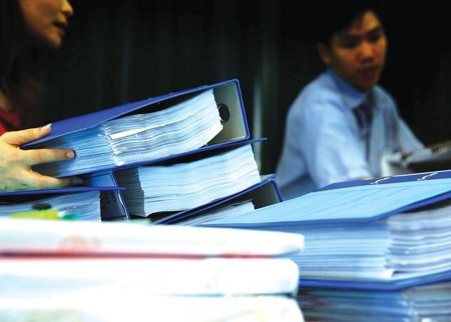 Nhà thầu cho rằng, bằng cấp chuyên môn được yêu cầu trong HSMT không phù hợp với chuyên môn của nhân sự thực hiện gói thầu cung cấp lắp đặt giá kệ lưu trữ tài liệu . Ảnh: Nhã Chi