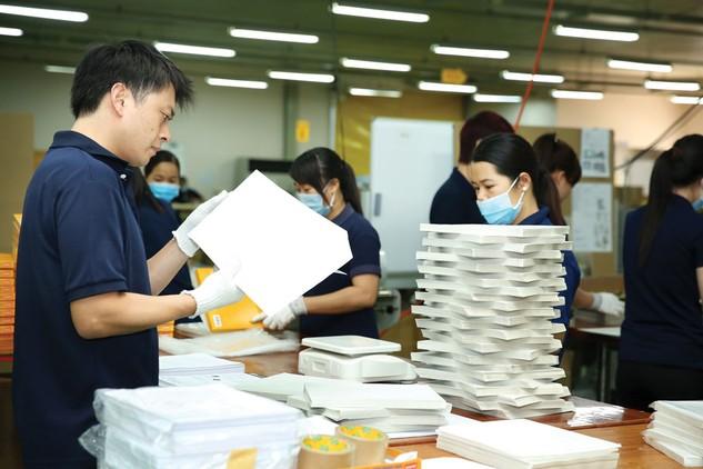 Theo các doanh nghiệp, việc tăng lương tối thiểu sẽ đẩy chi phí sản xuất lên cao, ảnh hưởng đến năng lực cạnh tranh của doanh nghiệp. Ảnh: Lê Tiên
