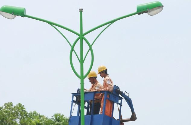 Nhà thầu đặt nghi vấn về việc bên mời thầu có hành vi hạn chế nhà thầu mua HSMT Gói thầu Xây dựng hệ thống điện (chiếu sáng và cấp điện) và thiết bị điện. Ảnh: Lê Tiên
