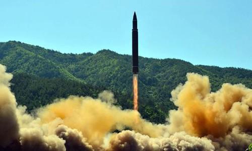 Nhật Bản tuyên bố sẽ bắn hạ tên lửa Triều Tiên nếu phóng đến Guam. Ảnh minh họa:KCNA.