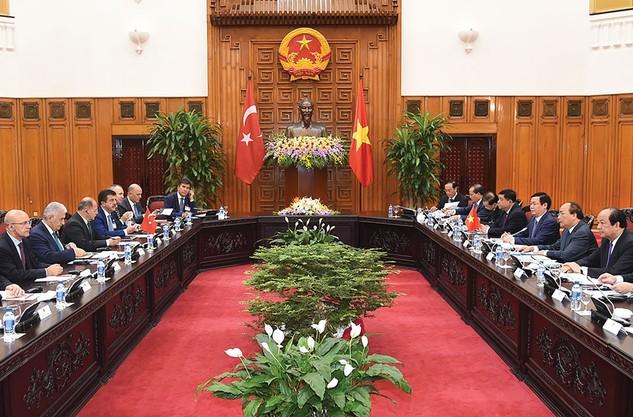 Đoàn đại biểu cấp cao Chính phủ hai nước tiến hành hội đàm. Ảnh: Quang Hiếu