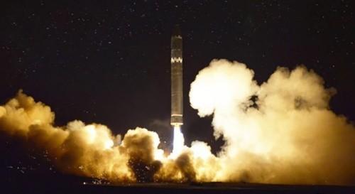 Tên lửa đạn đạo xuyên lục địa Hwasong-15 của Triều Tiên. Ảnh:KCNA.