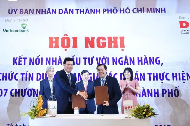 Đại diện Vietcombank ký kết thoả thuận với Sở KH&ĐT TP.HCM để hỗ trợ thẩm định chuyên sâu về phương án tài chính đối với các dự án PPP