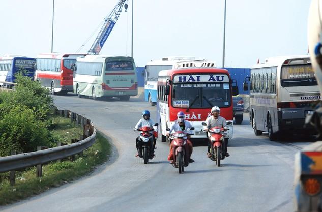 Sau khi hoàn thành, tuyến cao tốc Ninh Bình - Nam Định - Thái Bình sẽ giảm tải cho Quốc lộ 10. Ảnh: Nhã Chi