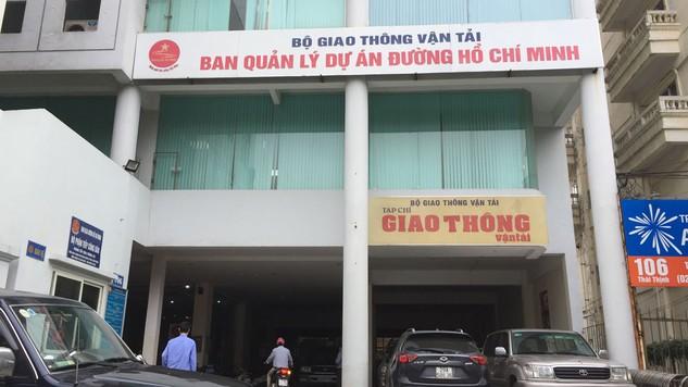 Gói thầu số 24 Khắc phục hậu quả bão lũ và tăng cường kết cấu áo đường đoạn Km1153+00-Km1212+400 do BQLDA đường Hồ Chí Minh mời thầu. Ảnh: Thảo Kiên
