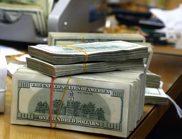 Tỷ trọng thanh toán quốc tế trên 90% là USD nên tác động của đồng tiền này là rất lớn. Ảnh: Lê Tiên