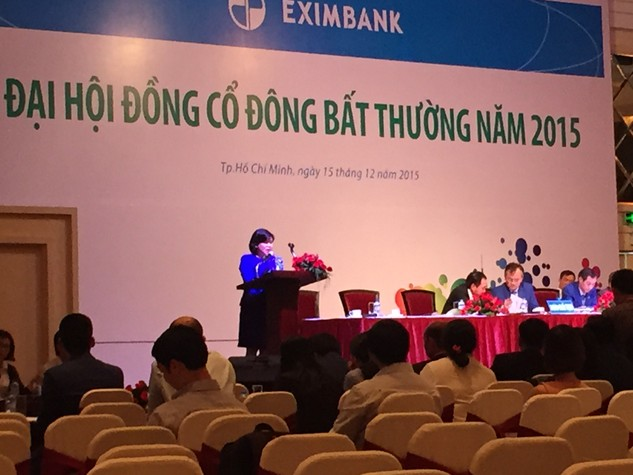 Bà Nguyễn Thị Hòa, Phó chánh thanh tra, cơ quan thanh tra NHNN phát biểu tại ĐHCĐ bất thường của Eximbank