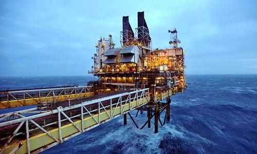 Giá dầu giảm tác động nhiều chiều tới kinh tế Việt Nam, cả tiêu cực lẫn tích cực