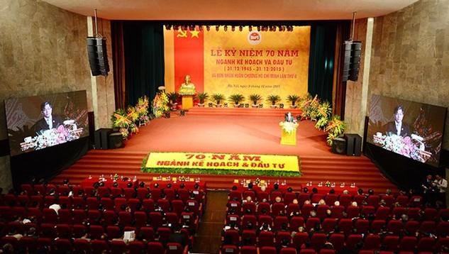Sáng 9/12/2015, ngành Kế hoạch và Đầu tư đã tổ chức kỷ niệm 70 năm ngày truyền thống và đón nhận Huân chương Hồ Chí Minh lần thứ II - Ảnh: Dũng Minh