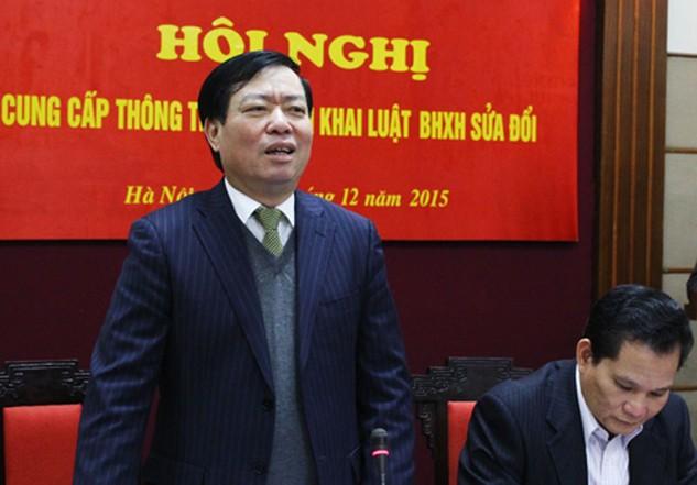 Thứ trưởng Phạm Minh Huân thông tin, 80% lực lượng lao động có thu nhập thấp, người trong khu vực không có quan hệ lao động thì hầu như không đóng BHXH. Ảnh: Phương Hòa.