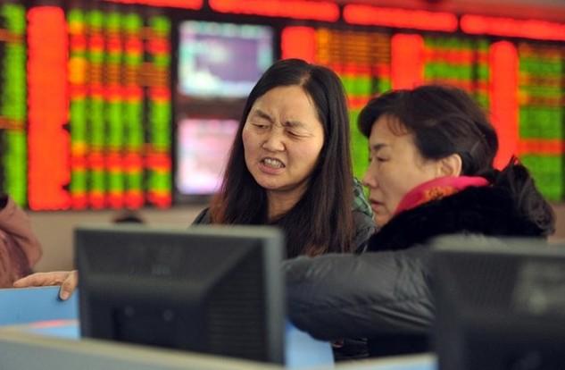 Đợt bán tháo trong phiên thứ Năm của chứng khoán thế giới lại bắt nguồn từ Trung Quốc (Ảnh: AFP)